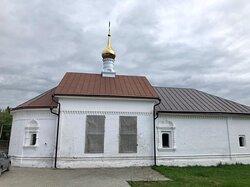 Скромный зимний храм Святых благоверных князей Бориса и Глеба