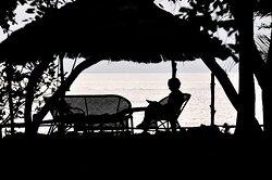 Zona de relax frente a la playa de Orango Parque Hotel.