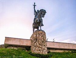 Памятник царю Ираклию II в столице Кахетии городе Телави