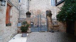 Entrance gate to Sarlat Côte Jardin.