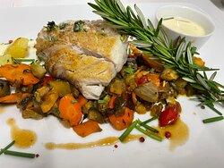 Poisson du jour : dos de lieu noir, sauce à l'estragon et poêlée de légumes de saison