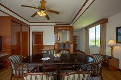 04 Executive Suite 1