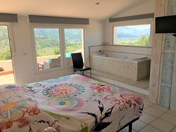 Unit 1 with king-size bed, private terrace and whirlpool with spectacular view