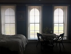 Room 206- great views of the tracks and the Mississippi