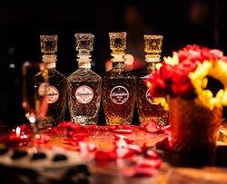 ¡Vive una íntima y exclusiva experiencia degustando nuestra selección de tequilas Romántico!
