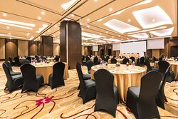 Grand Ballroom with Round Table Table Style
