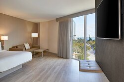 King Guest Room - Bay View