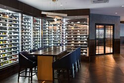 Kahill's Wine Case