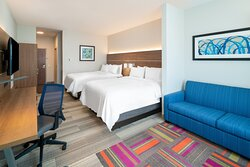 Holiday Inn Express St. Peters MO, 2 queen suite
