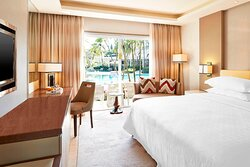King Guest Room - Pool Access