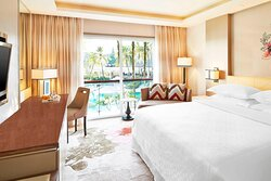 King Guest Room - Pool View