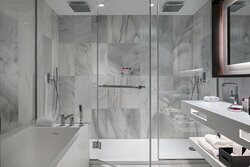 Red Level Sea View Bathroom