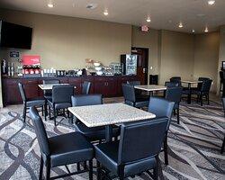 Cobblestone Long & Breakfast seating