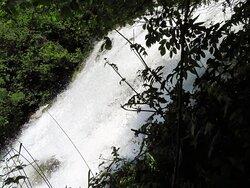 Accanto alla cascata