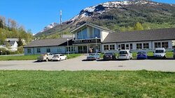 Huset Cafe og Motell front