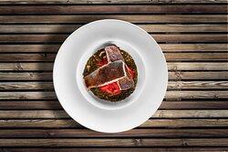 Trancio di ricciola, peperoni Piquillo con infuso di zenzero e basilico
