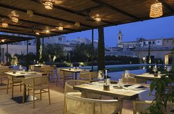 Restaurant close to the pool