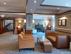 Reception & Lounge area