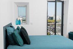 chambre bleue avec lit Queen Size
