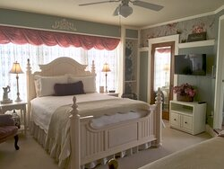 Our sunny GARDEN VIEW room is decorated in Country Victorian style, featuring a queen size bed and a daybed.