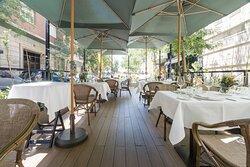 Descubra nuestra terraza, en pleno corazón de Madrid.