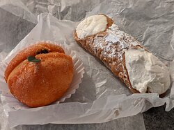 Pesca con crema and freshly filled cannoli - excellent