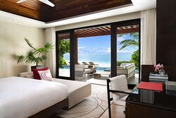 One-bedroom beach pool pavilion with ocean view