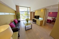 664156 Guest Room