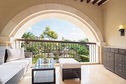 Deluxe Garden View King Room - Balcony