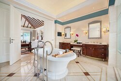 Two-Bedroom Deluxe Pool Villa - Bathroom