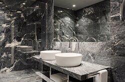 Gallery suite bathroom