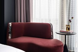 King Guest Room - Chaise