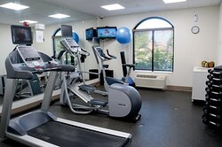 24/7 complimentary fully-equipped fitness center