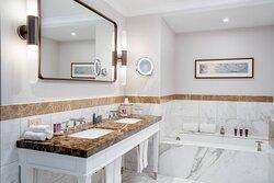 Royal Suite - Guest Bathroom