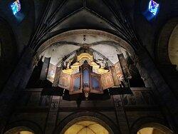 binnen in de basiliek