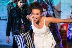 Schauspiel, musikalischen Produktionen, Theaterdinner und mehr: Das DAS DA THEATER bringt seit 1987 jährlich sechs Produktionen für Erwachsene auf die Bühne.