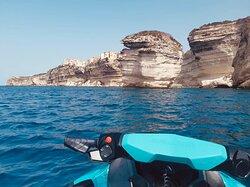 Admirez les somptueuses falaises de Bonifacio lors de nos randonnées de 2h30 😎🤩
