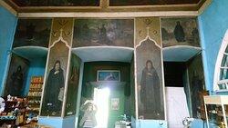 Церковь Успения Пресвятой Богородицы. Росписи с образами новгородских святых.
