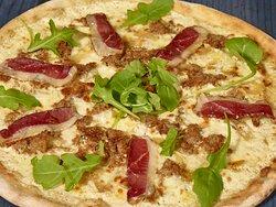 La Brenta, notre nouvelle pizza cuite au feu de bois, crème, truffe, effiloché de canard, oignons confits, flore di latte , magret, roquette