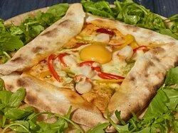 La spécialité BAILA PIZZA AUTENTICO, le Pavé, entre la pizza et la calzone...