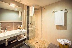 Villa C Hôtel**** salle de bain douche à l' italienne, en chambre rez-de-jardin