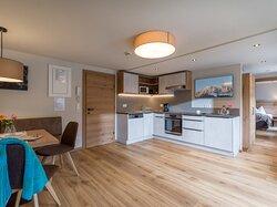Voll ausgestattete, moderne Wohnküchen in den Apartments im Rosenhof in Mayrhofen