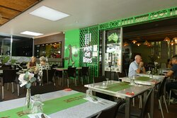 One of the endearing features of Viet De Lites, aside from its friendly wait staff, is its bright and breezy modern decor including a green bamboo print feature wall.
