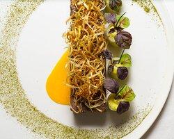 Marbré joue de boeuf, foie gras et émulsion aux herbes