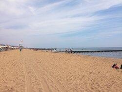 Spiaggia di fronte allo stabilimento balneare convenzionato (2 minuti a piedi dall'albergo)