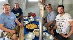 Deliciosa fideuá marinera en la excursión de Pescaturismo en Andratx