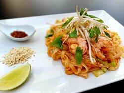 Pad-Thai gamba, the world famous Thai stir-fried noodles