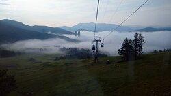 早朝の雲海をゴンドラから眺める