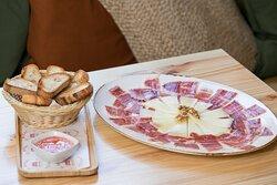 Tabla de jamón ibérico y queso curado