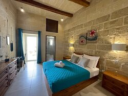 Super clean, great ambience, wonderful friendly staff, relaxing place and offers a delicious breakfast. The pool deck is wonderful and the decor is great! Simply the best place if you want a chic holiday by the pool in Gozo 😎